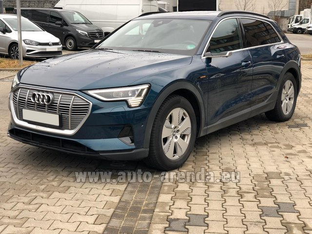 Hire and delivery to Rome-Ciampino airport the car Audi e-tron 55 quattro (electric car)