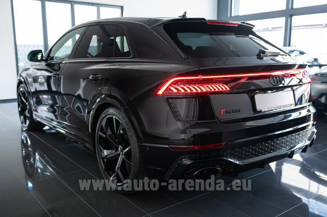 Rental Audi RS Q8 in Turin
