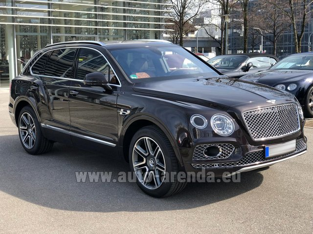 Hire and delivery to Rome-Ciampino airport the car Bentley Bentayga 6.0 Black