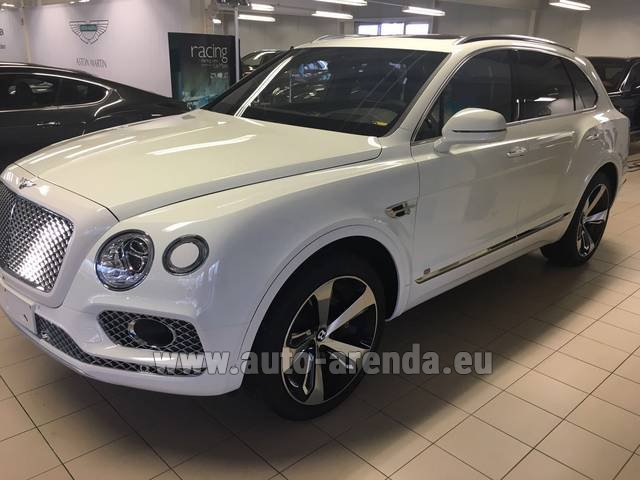 Rental Bentley Bentayga W12 NAIM 22 Rear-Enterteiment in Verona