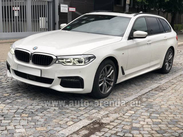 Rental BMW 520d xDrive Touring M equipment in Province of Siena