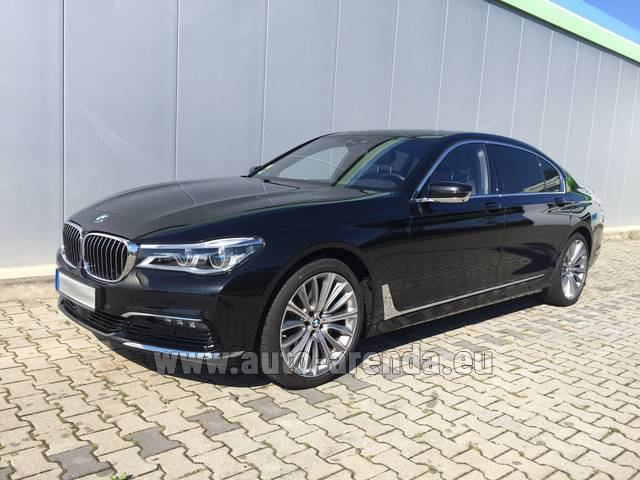 Hire and delivery to Rimini airport the car BMW 740 Lang xDrive M Sportpaket Executive Lounge