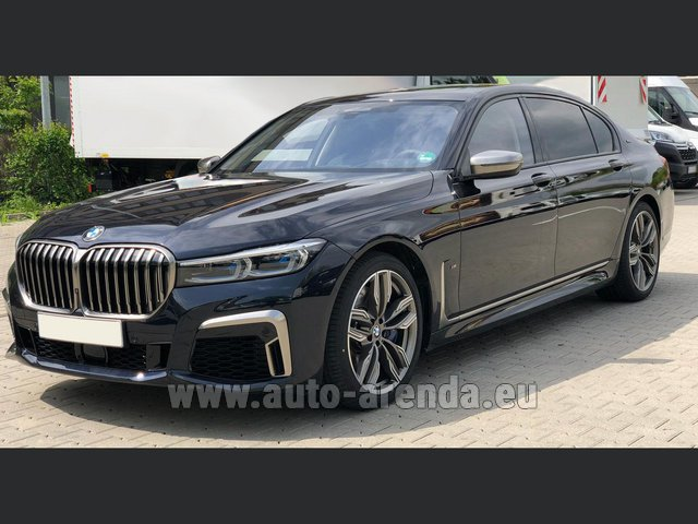 Transfer from Verona to Munich Airport by BMW M760Li xDrive V12 car