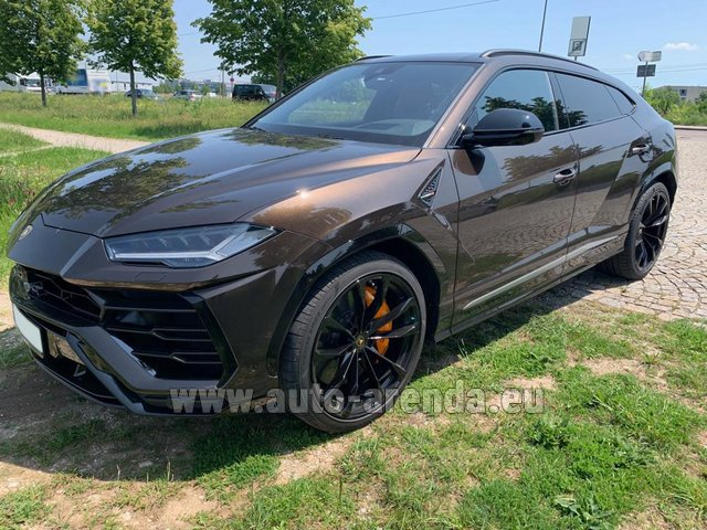 Hire and delivery to Roma-Fiumicino airport the car Lamborghini Urus