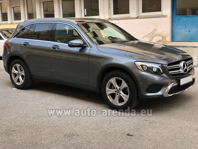 Hire and delivery to Rimini airport the car Mercedes-Benz GLC 220d 4MATIC AMG equipment