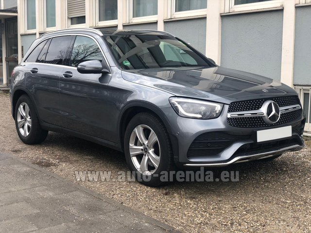 Rental Mercedes-Benz GLC 220d 4MATIC AMG equipment in Tuscany