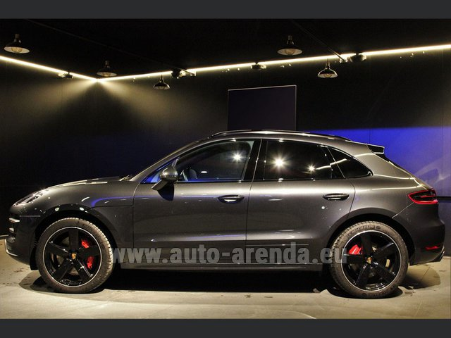Hire and delivery to Rome-Ciampino airport the car Porsche Macan S Diesel 3.0