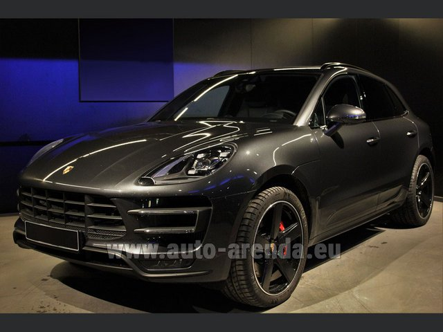 Hire and delivery to Venice airport the car Porsche Macan Turbo Performance Package LED Sportabgas