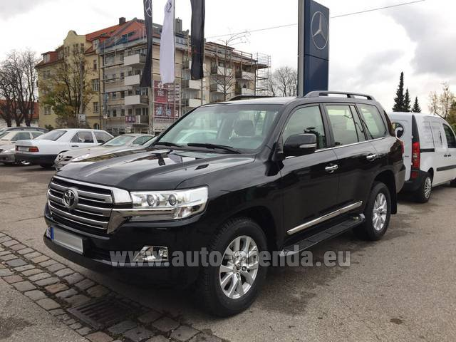 Hire and delivery to Roma-Fiumicino airport the car Toyota Land Cruiser 200 V8 Diesel