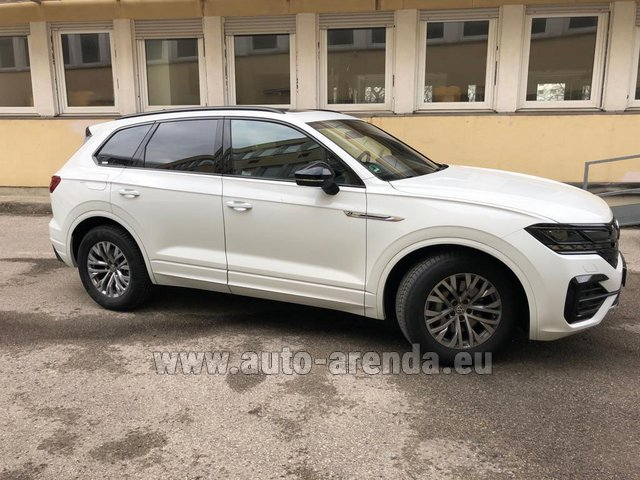 Hire and delivery to Rome-Ciampino airport the car Volkswagen Touareg R-Line